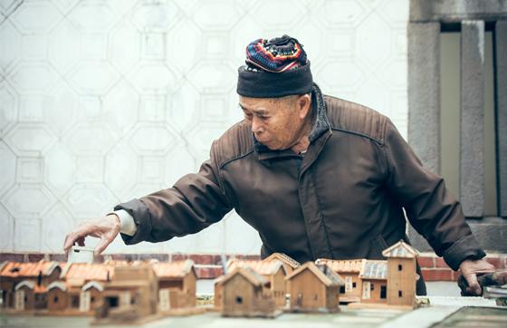 澎湖老職人・蔡樹木 手造り模型で「菊島」集落の古い街並みを再現