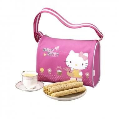 Sanrio三麗鷗 Hello Kitty 蛋捲禮盒-郊遊款肩背包